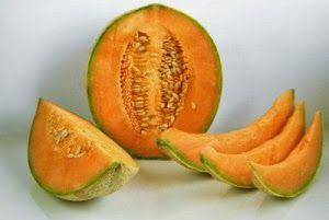 Manfaat Buah Melon - Melon (Cucumis melo L.) adalah buah yang tergolong dalam kelompok labu-labuan atau Cucurbitaceae. Buah Melon biasanya dimakan segar secara langsung sebagai buah meja ataupun diiris-iris sebagai campuran untuk es buah.