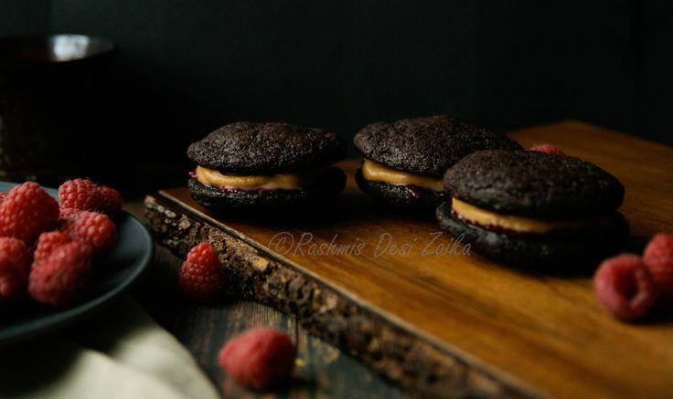 Dark chocolate cookies sandwiched with white chocolate ganache  #chocolatecookies #whitechocolate #cookiesrecipe #raspberries #rashmisdesizaika