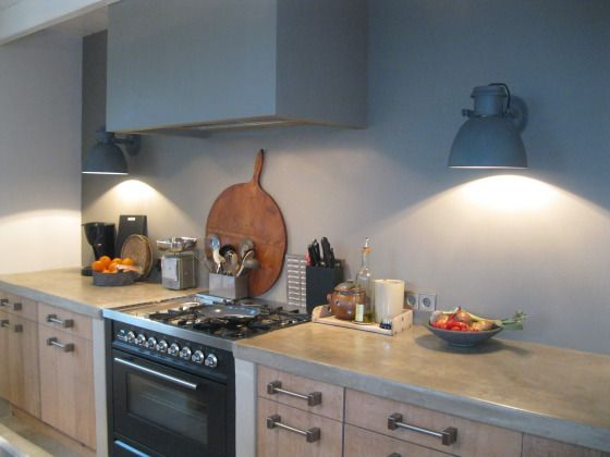 Enige tijd geleden mocht ik lichtadvies geven voor een modern landelijke keuken. Ik adviseerde een wandlamp van stoer metaal in zinc dessin van Pole to Pole.Bekijk hier het resultaat: Fotografie: Opdrachtgever |Lichtadvies: STIJLIDEE | Winnie Helmes-Ham Meer inspiratie op STIJLIDEE's Pinterest pagina: STIJLIDEE Keukenontwerp | Kitchen Design RUIMTE Keukens | Kitchens STYLING Verlichting | Lighting … via www.stijlidee.nl