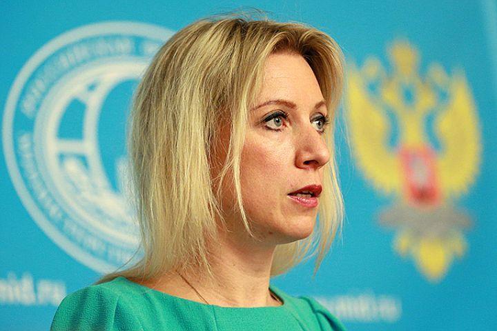 Мария Захарова посоветовала Кэмерону тянуться не к микрофону, а к телефону