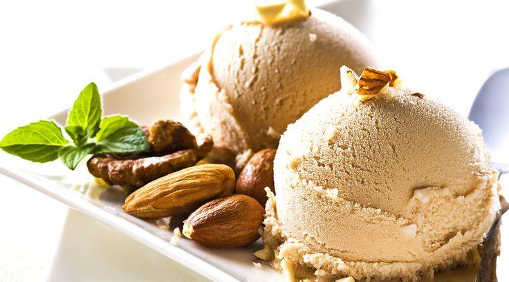 生クリームも、牛乳も卵もいらない。たった2種類のナッツを用意するだけで、なめらかでリッチなアイスクリームがつくれてしまいます。しかも、美味しくて健康的。このレシピを知ったら、もう夜道にコンビニでアイスを買って帰る必要なくなるかも!?Rawバニラアイスクリーム知らない人が食べたら、乳製品が入っていないなんてきっと気づかないはず。それがRawアイスクリームです!ローフードの概念をそのままアイスに...