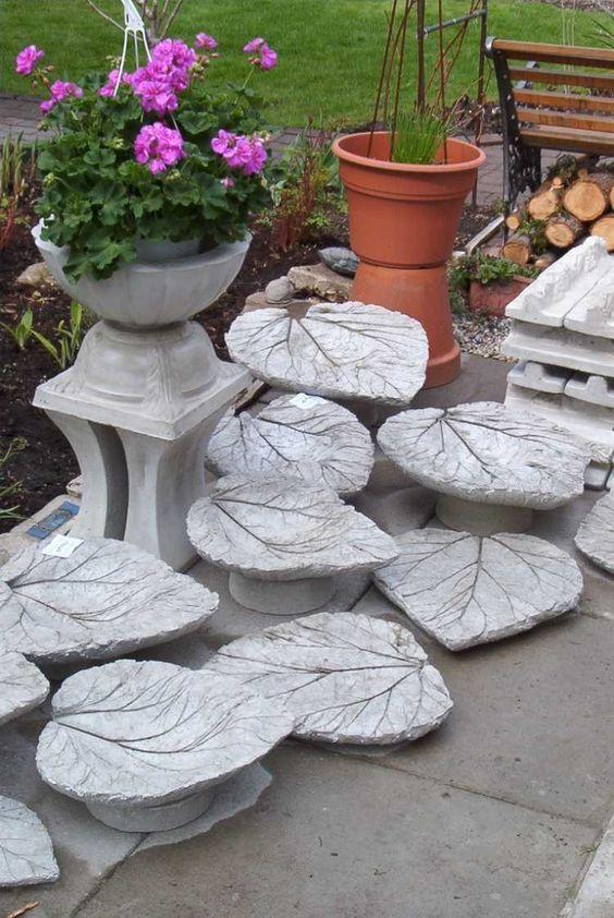 des feuilles en béton en tant que déco de jardin créative
