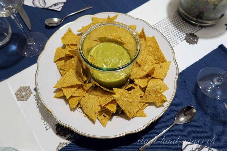 Mais-Chips mit falscher Guacamole. Rezept für ein Avocado-Ersatz. Avocado-Alternative.