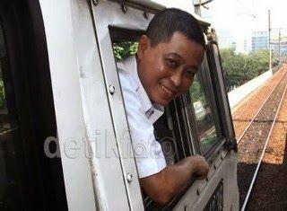 Gaya Presiden Jokowi yang low profile, diikuti oleh para menterinya. Banyak menteri 'Kabinet Kerja' yang menolak pengawalan khusus dan tidak mau dipanggil ibu atau bapak menteri. Tak terkecuali Menteri Perhubungan (Menhub), Ignasius Jonan