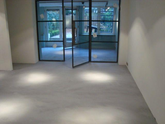 Mortex vloer in BM60. Project in Amsterdam uitgevoerd door Vloer en Zo.
