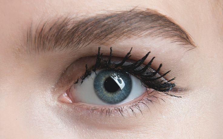 Eine perfekte Augenbraue kann euer Gesicht komplett verändern! So klappts mit der Wow-Braue.
