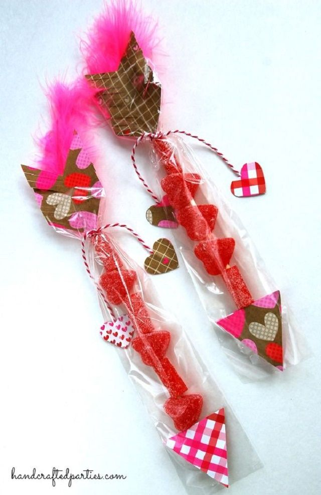 Acompaña tu obsequio de San Valentin con flechas dulces de amor  http://ideasparadecoracion.com/san-valentin-flechas-dulces-de-amor/