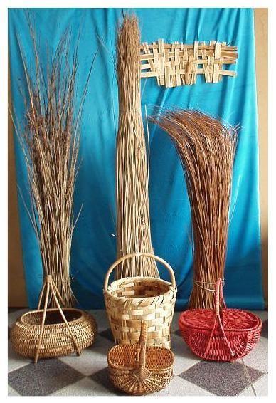 Materie prime intreccio,cesti in vimini, rattan, giunco,materiali per impagliare sedie, paglia di Vienna,midollino,canna,bambu,paglia,,cordoncino,rafia,erba palustre