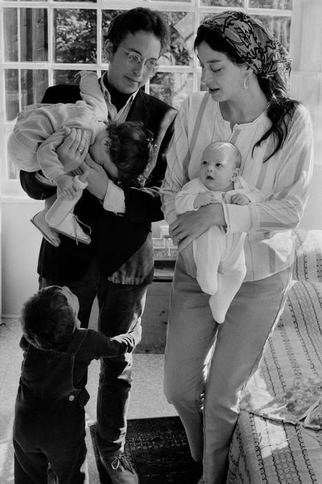 Bob Dylan with his wife Sara, and children Jesse, Anna, and Samuel. By Elliot Landy, (1968)
