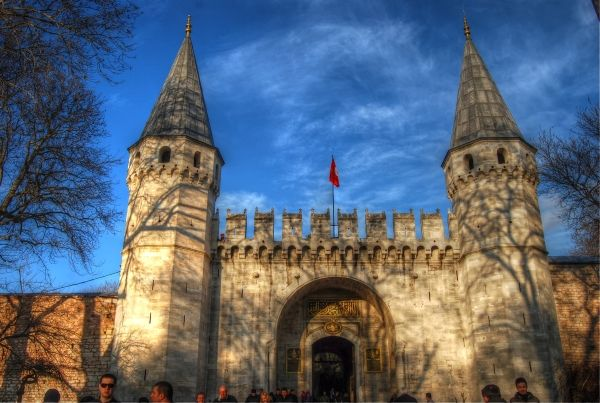 Topkapi palace was the former home of the sultan rulers of the Ottoman empire #turkey #istanbul #ottoman http://www.turkeytravelcentre.com/blog/tourist-attractions-in-istanbul/