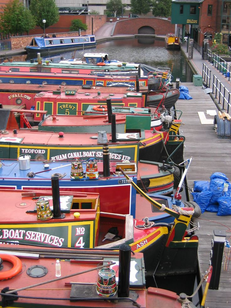 Travel on the canals of Birmingham, England
