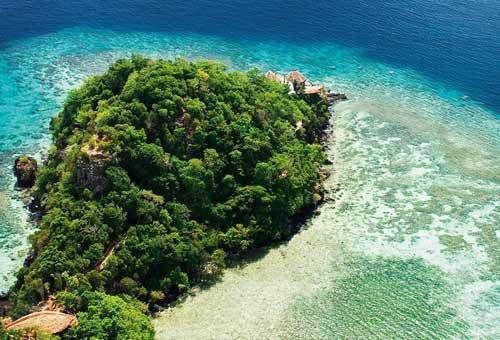 Gli unici 6 Hotel a 7 stelle nel mondo  Laucala Island, Fiji Un'isola privata che ospita un resort superlusso di 25 ville, affacciato sulla spiaggia davanti alla laguna dalle acque turchesi. Ha anche una piscina gigantesca di 5000 metri quadri. La spa, immersa nella natura, offre trattamenti esclusivi con ingredienti naturali. Una parte dell'isola è riservata al campo da golf da 18 buche. I prezzi partono da 3.000 euro a notte