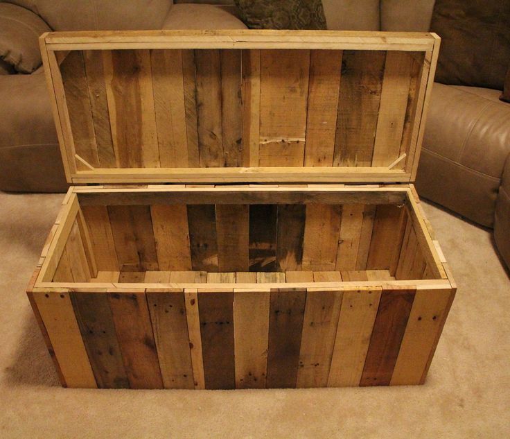 reclaimed pallet wood furniture storage chest storage chest shipping pallets and storage. Black Bedroom Furniture Sets. Home Design Ideas