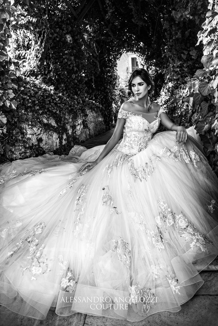 #weddingdress #bridalcollection #AlessandroAngelozziCouture #weddingdress2016 #anitalianlovecollection #RocioMuñozMorales #abitidasposa