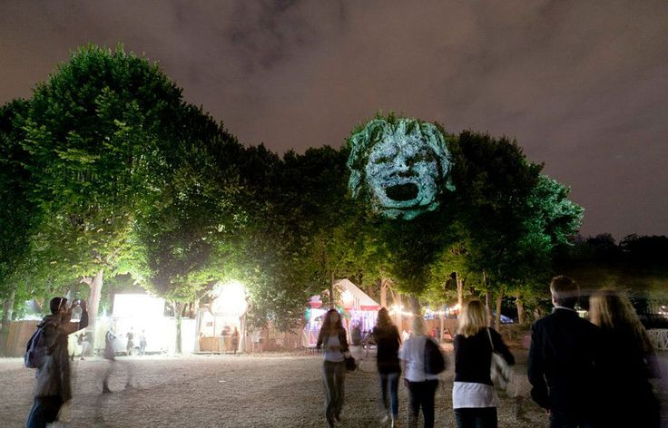 Ghostly 3D Projections on Trees by Clement Briend  http://restreet.altervista.org/briend-clemente-trasforma-gli-alberi-in-divinita/