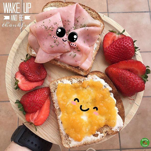 ¡Buenos días!❤️; seguimos con desayunos coloridos 😃.  .  👉🏻Tostadas dulcisaladas con quesitos light de @lavacaquerie_es🤤.  🍓Fresas.  .  Que tengáis un feliz Sábado😉.  .  #healthyfranita #youzz #youzzlvqrlight #tupausaconsabor #follow #followme #like4like #instafit #fitness #fit #healthyblogger #healthylifestyle #influencer #desayuno #desayunoshealthyfranita #breakfast #healthybreakfast #healthy #healthyfood #tostadas #abs