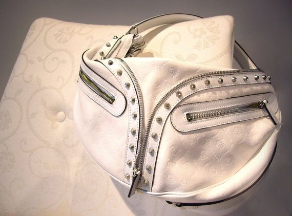 Borsa Versace in pelle bianca con borchie / Vintage Versace bag, white leather and metal. www.etsy.com/shop/ambrarose