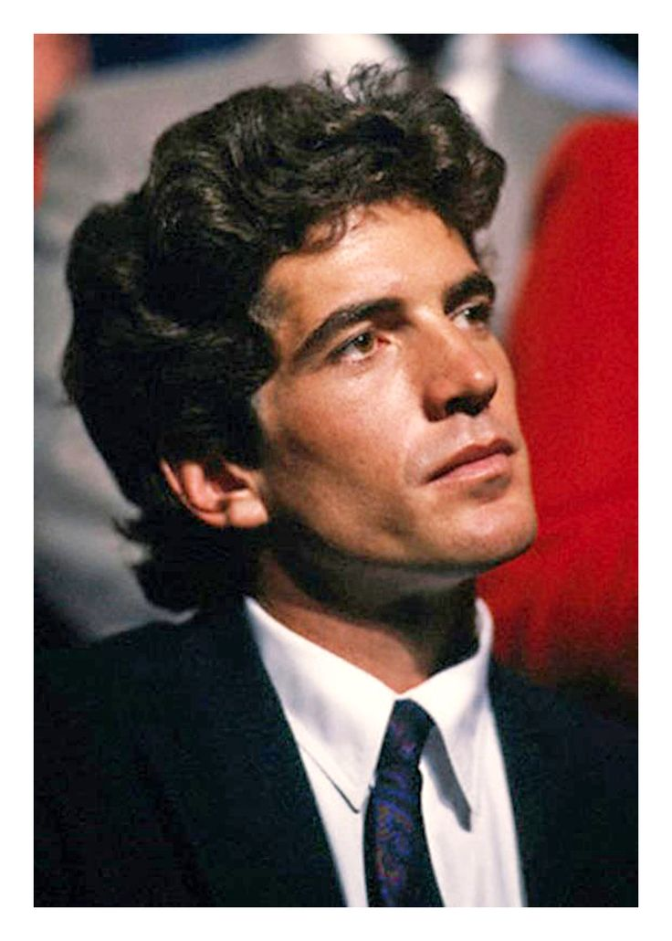 a biography of john f kennedy jr John f kennedy jr was heir to america's camelot and all its trappings when he  died suddenly in 1999 the american dream became another american.