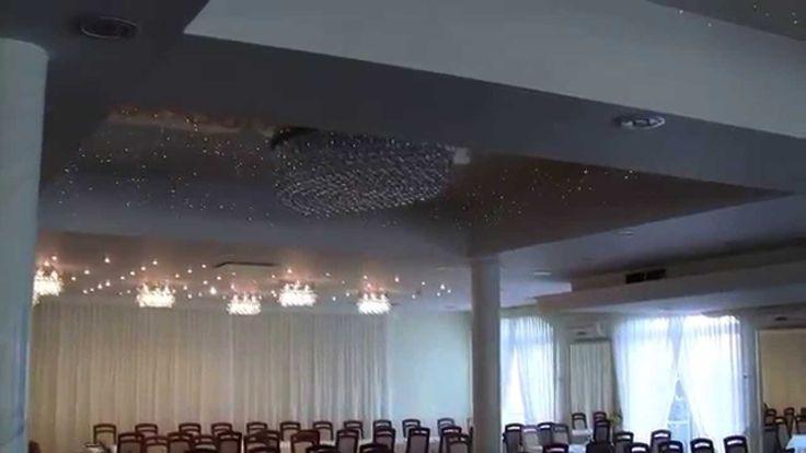 Sufit napinany w sali weselnej oraz aranżacja gwieździstym niebem.