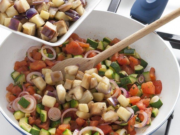 insalata-di-riso-con-ratatouille-e-mozzarella foto