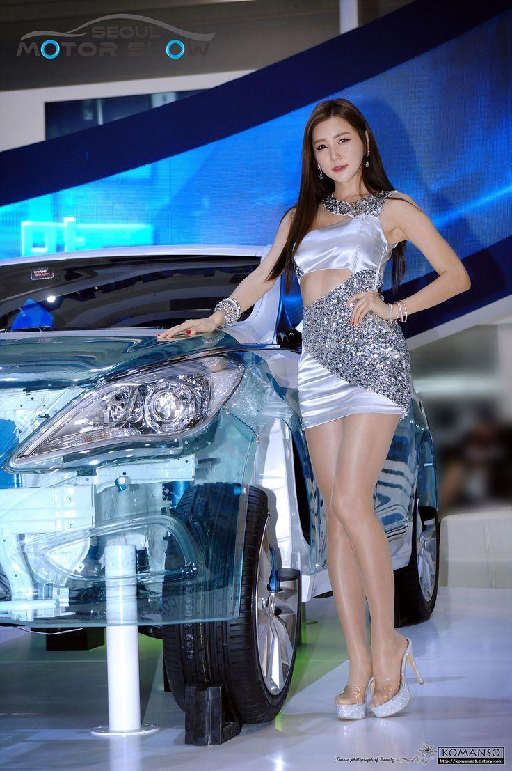 Asian car show women apologise
