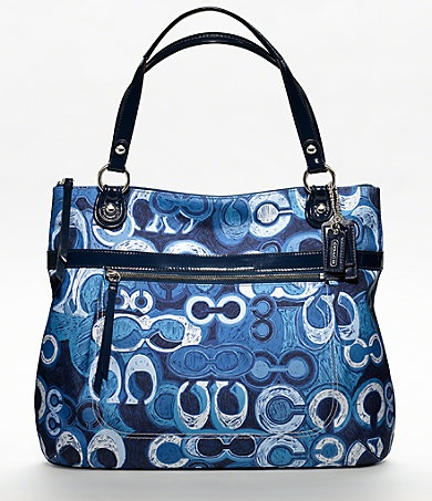COACH POPPY DENIM PRINTDenim Prints, Coach Bags, Handbags, Poppies Denim, Coaches Bags, Prints Glam, White Outfit, Coaches Poppies, Blue And White