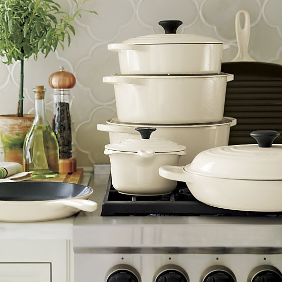 Le Creuset ® Signature 7.25 qt. Round Cream French Oven with Lid  | Crate and Barrel