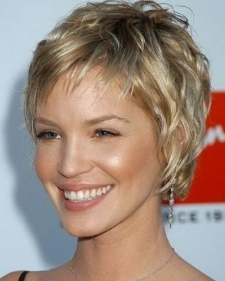 Short haircuts for women in 40s