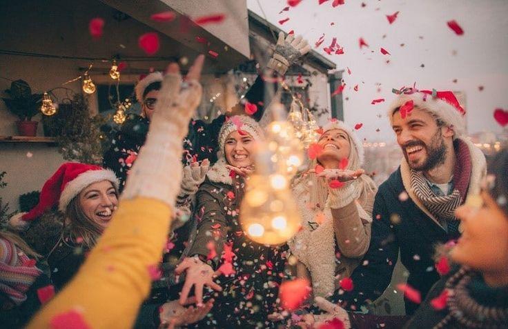 Рождество, пожалуй, можно смело называть самым распространённым культурным праздником в мире. Вариантов празднования столько, сколько в мире языков и народов. Один из старейших праздников ждут во всем мире с нетерпением, готовясь загодя.  Позвольте рассказать вам о некоторых рождественских традици