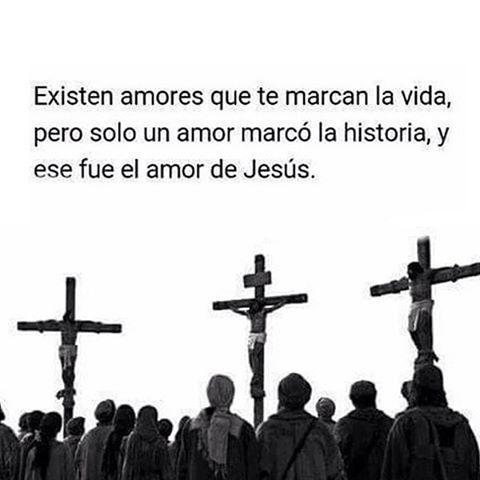 """#FRASES CATÓLICAS """"Existen amores que te marcan la vida, pero solo un AMOR marcó la HISTORIA, y ese fué el amor de JESÚS"""""""