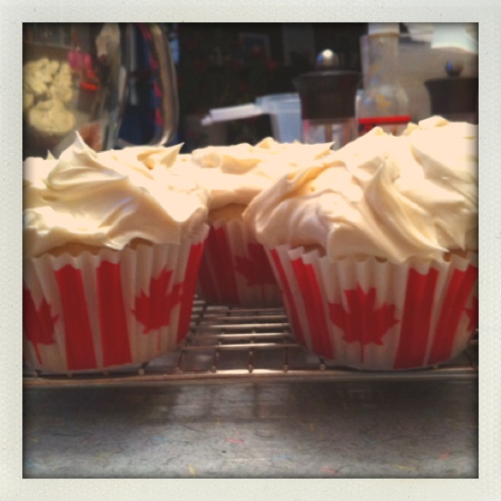 Maple cupcakes with maple icing for Canada day, recipe from Martha Stewart cupcakes.