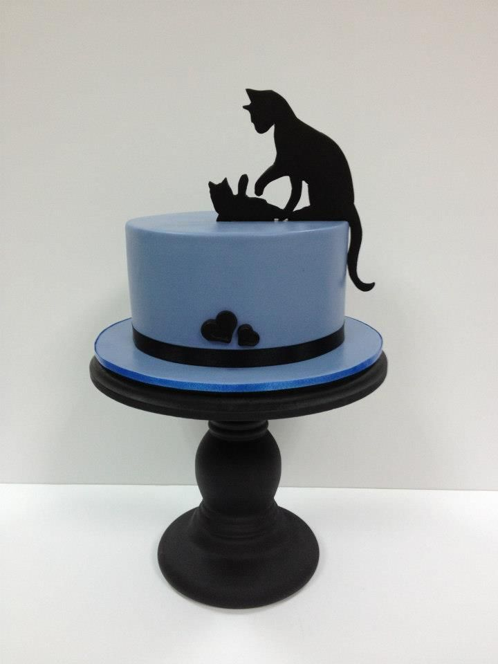silhouette cat themed cake - For all your cake decorating supplies, please visit craftcompany.co.uk