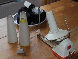 Как размотать пряжу на бумажные конусы моталкой без нитеукладчика | Ярмарка Мастеров - ручная работа, handmade