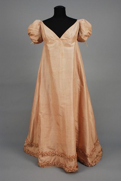 Dress belonged to the Queen Consort of Spain and the Indies, nee Marie Julie Clary, c. 1810. - whitakerauction