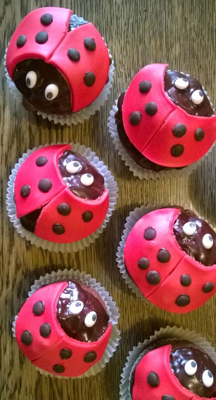 Marienkäfer-Muffins   Für die Marienkäfer, die ich für einen Kindergeburtstag gebacken habe, habe ich die Bananen-Schokoladen-Muffins  als...