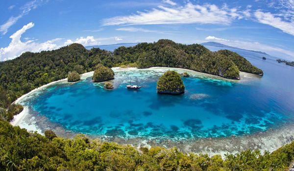 Raja Ampat, Papua - Indonesia | Tiket pesawat ke Sorong http://goo.gl/KhOFsP