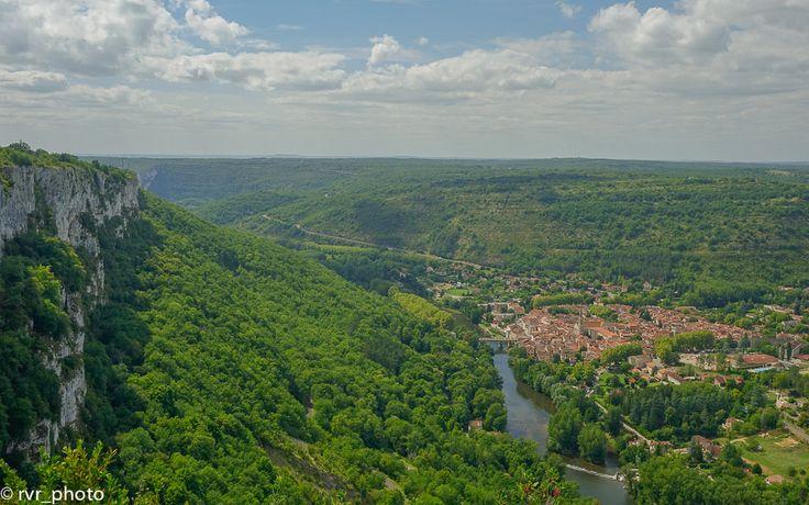 Vista panorámica de Saint-Antonin-Noble-Val desde el mirador de Panoramique Roc D'Anglars  www.vivimosdeviaje.com