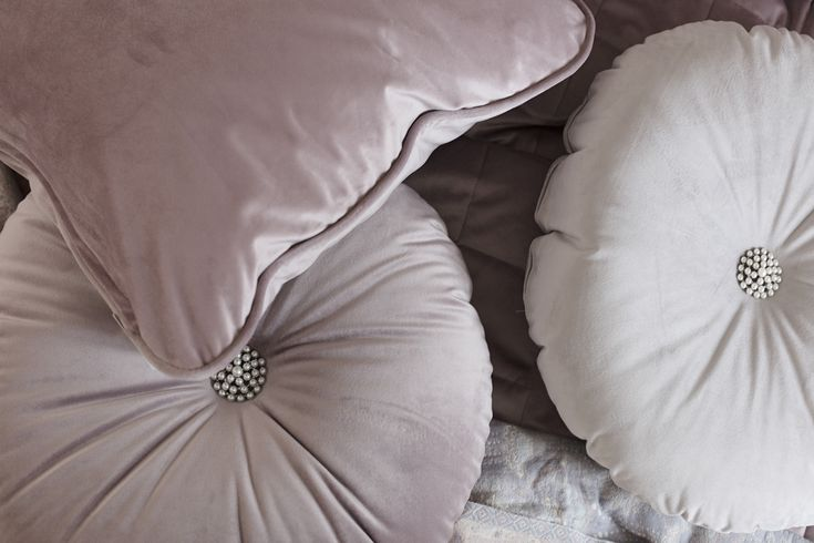 Lennol | Soft, round velvet cushions with beautiful pearl buttons
