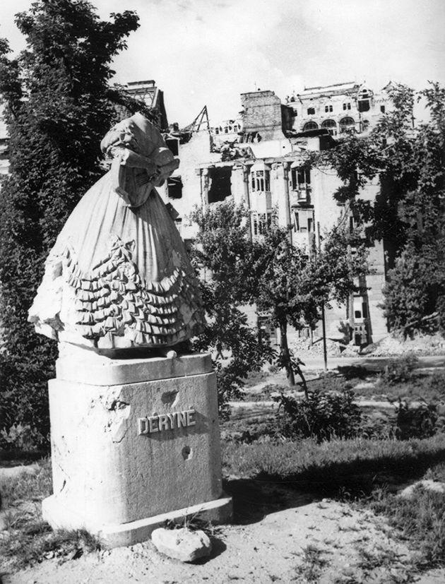 Déryné szobra (Ligeti Miklós, 1935)