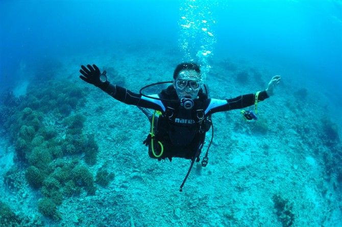 The sea water in Wuzhizhou Island is crystal clear with the highest visibility up to 27 meters, which makes it one of the most popular diving spots in China. #sanya #wuzhizhouisland #diving #openwater #SanyaRepin #SanyaHeartstoHearts
