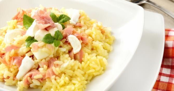 Recette de Risotto léger au jambon et à la mozzarella. Facile et rapide à réaliser, goûteuse et diététique. Ingrédients, préparation et recettes associées.