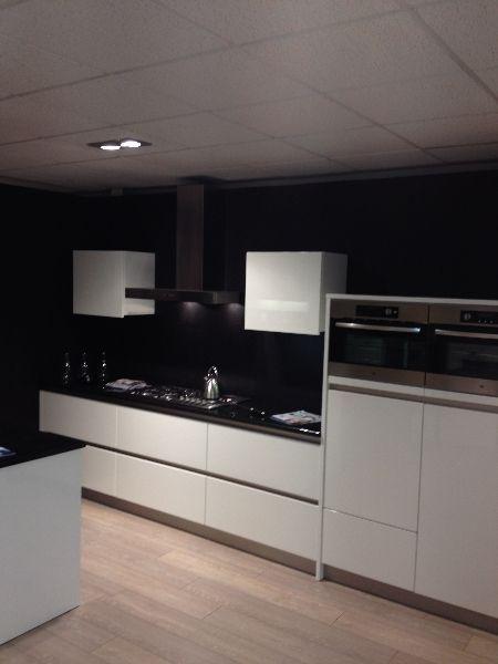 Showroomkeukens   Alle Showroomkeuken aanbiedingen uit Nederland keukens voor zeer lage keuken prijzen   Horst Wit hoogglans [48830]