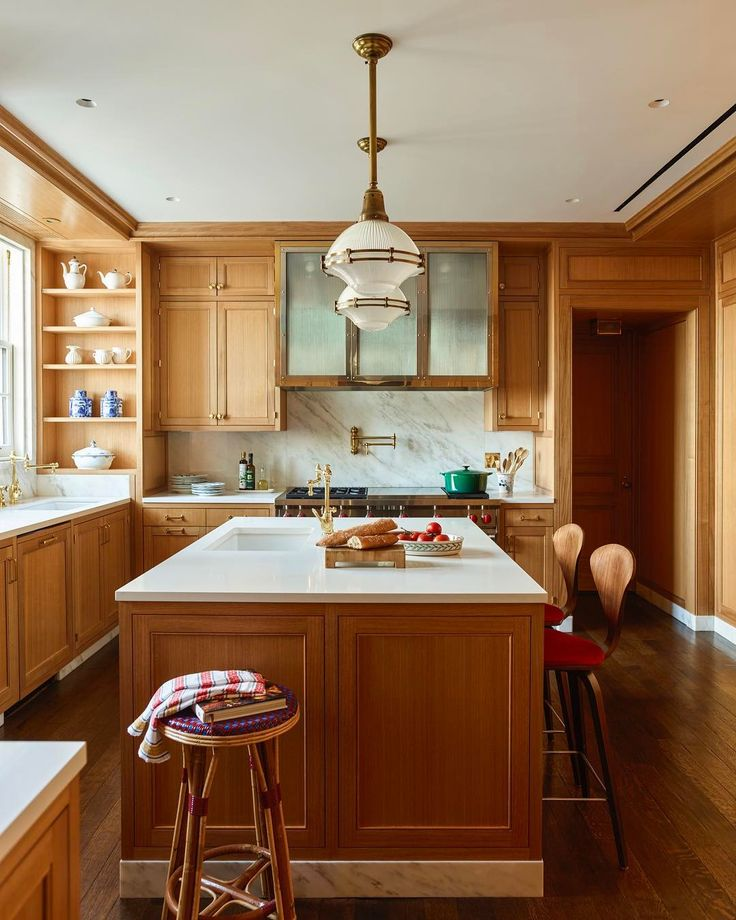 17 best ideas about classic kitchen cabinets on pinterest for Classic kitchen cabinets inc