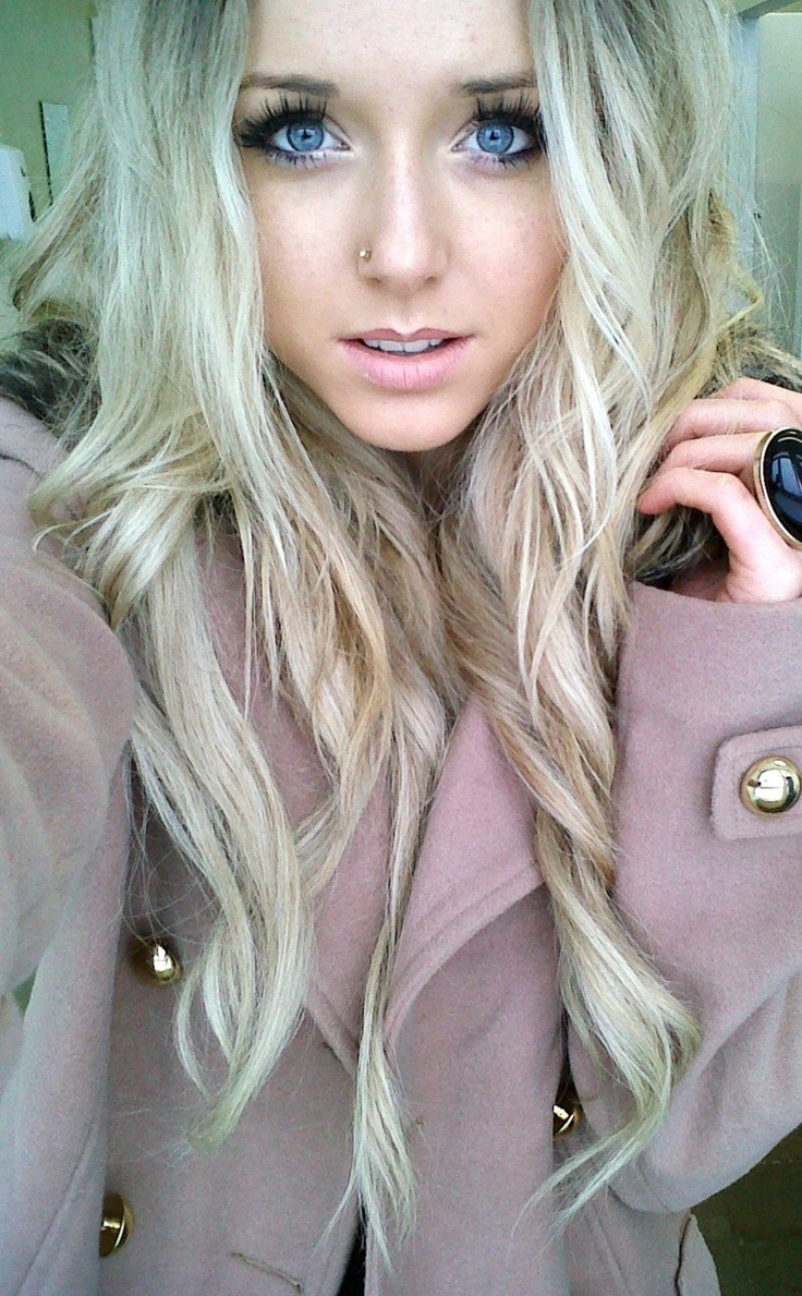 Nose piercing growing over   best people images on Pinterest  Celebs Fotografie and Good