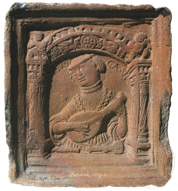 """Hudba - ženská alegorická polopostava hrající na loutnu. Nahoře nápis: """"MVSI/CA. VI"""". Zcyklu sedmera svobodných umění."""