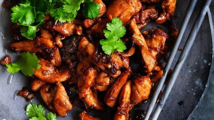 Adam Liaw's garlic and chicken in a wok