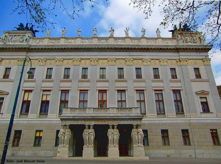 Gebouw met acht (8) Kariatiden, Wenen