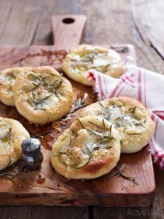Put it in your pocket: Herzhafte Mini-Fladen in praktischer Reisegröße ;-)   #Alnatura #Brot #Pecorino #ToGo