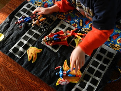 Superhero play mat (roll up)