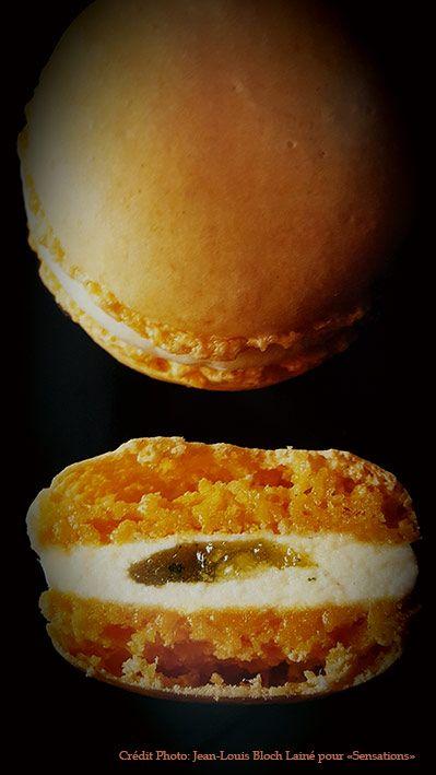 Entre deux coques de macarons, une crème au citron avec, à l'intérieur; une pointe de confit de citron : vivifiant et tonique!